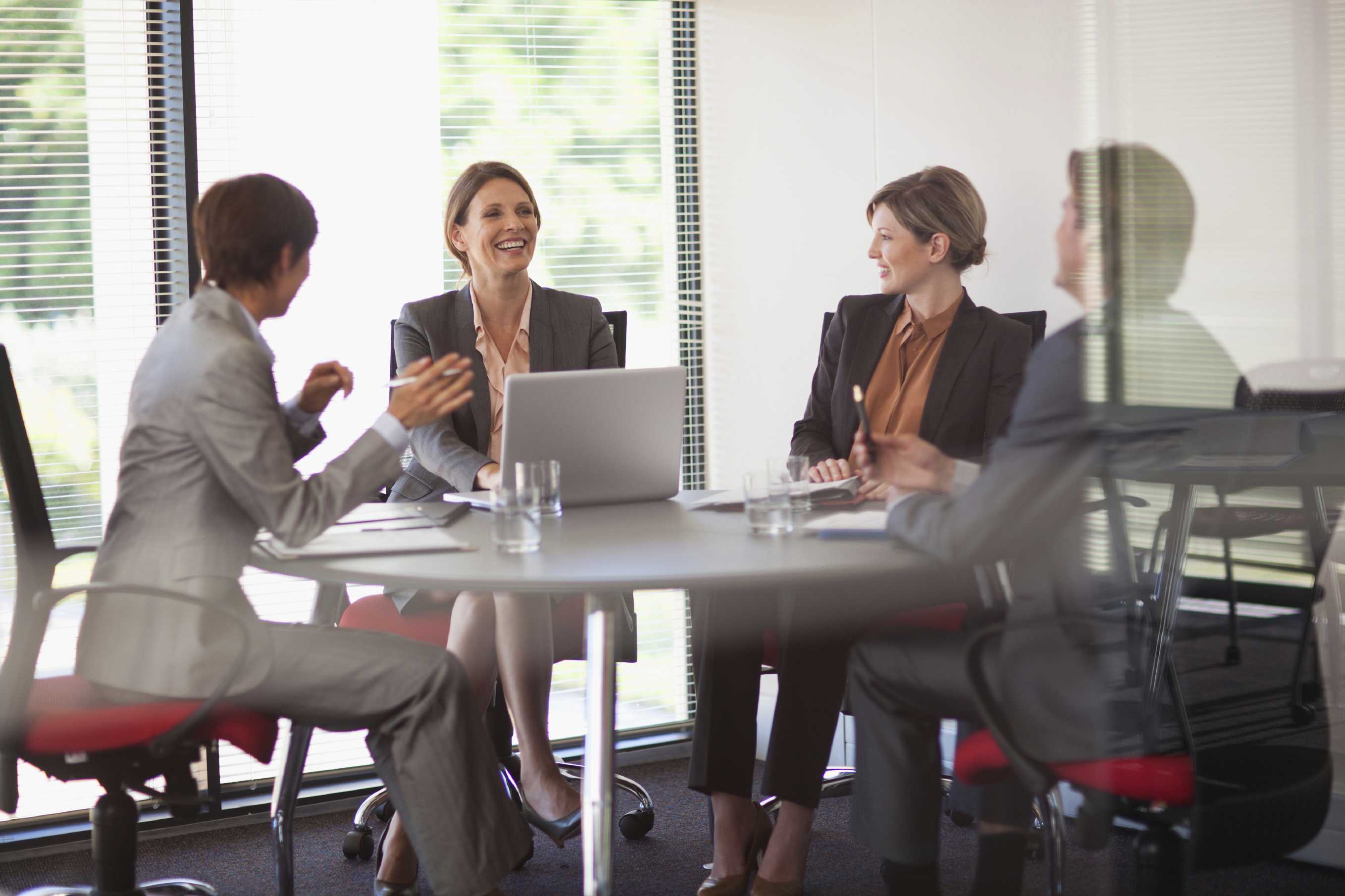 Businesswomen_Meeting_at_Conference_Table