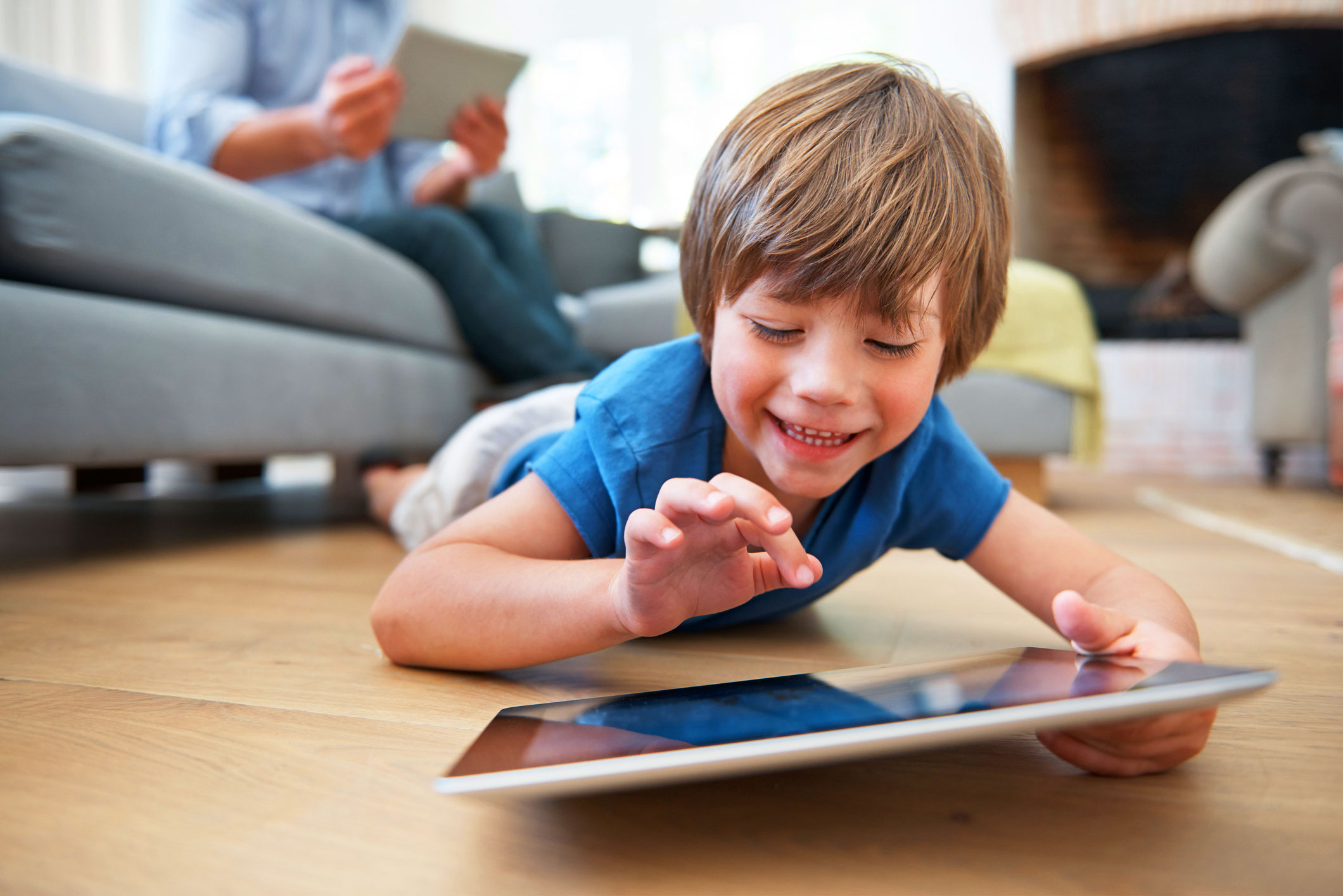 Child-Playing-games-on-Dad-s-tablet