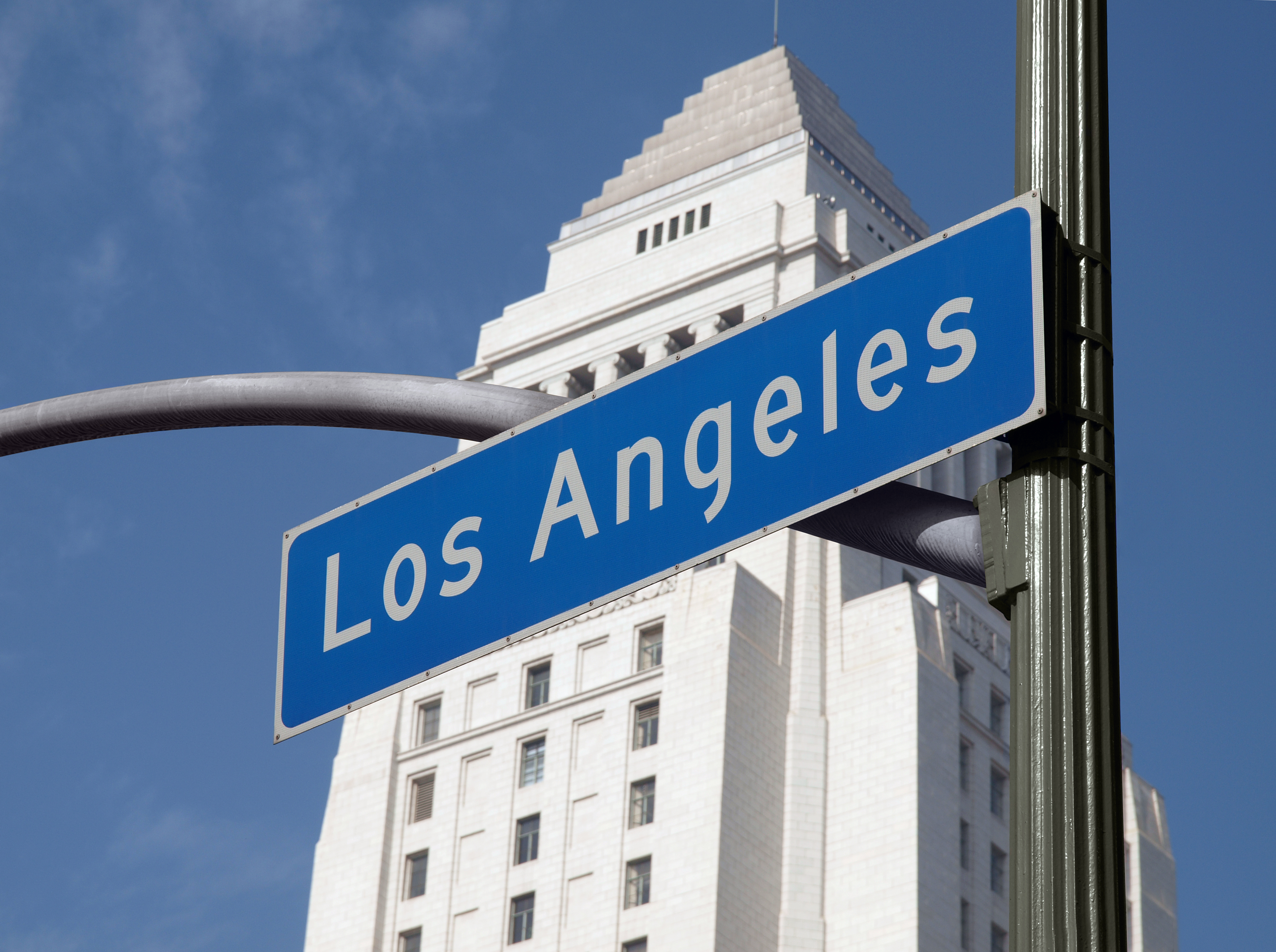 Los_Angeles_Sign_with_City_Hall_in_Background
