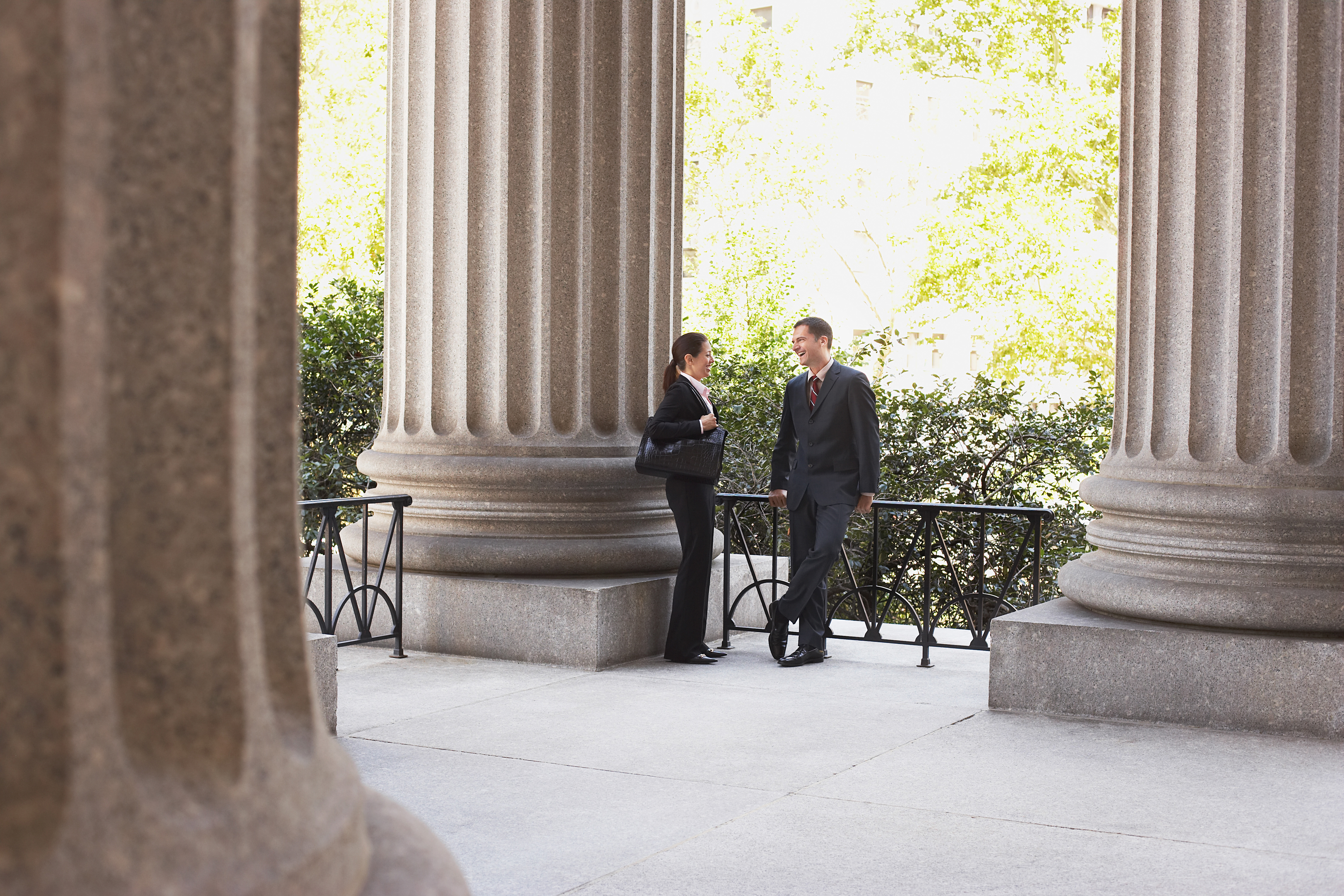 Attorneys_talking_between_columns_outside_courthouse