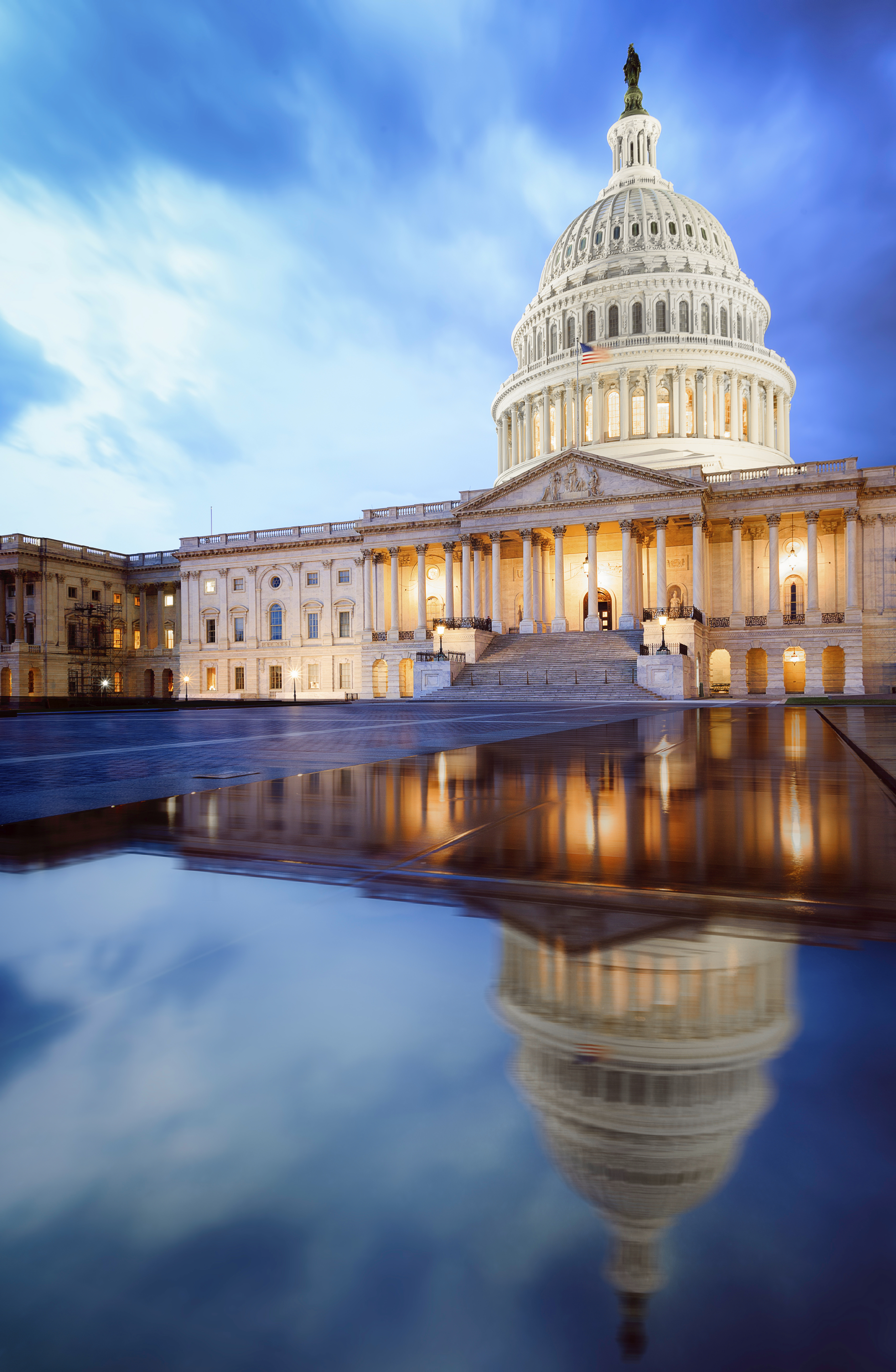 Capitol_building_with_reflection