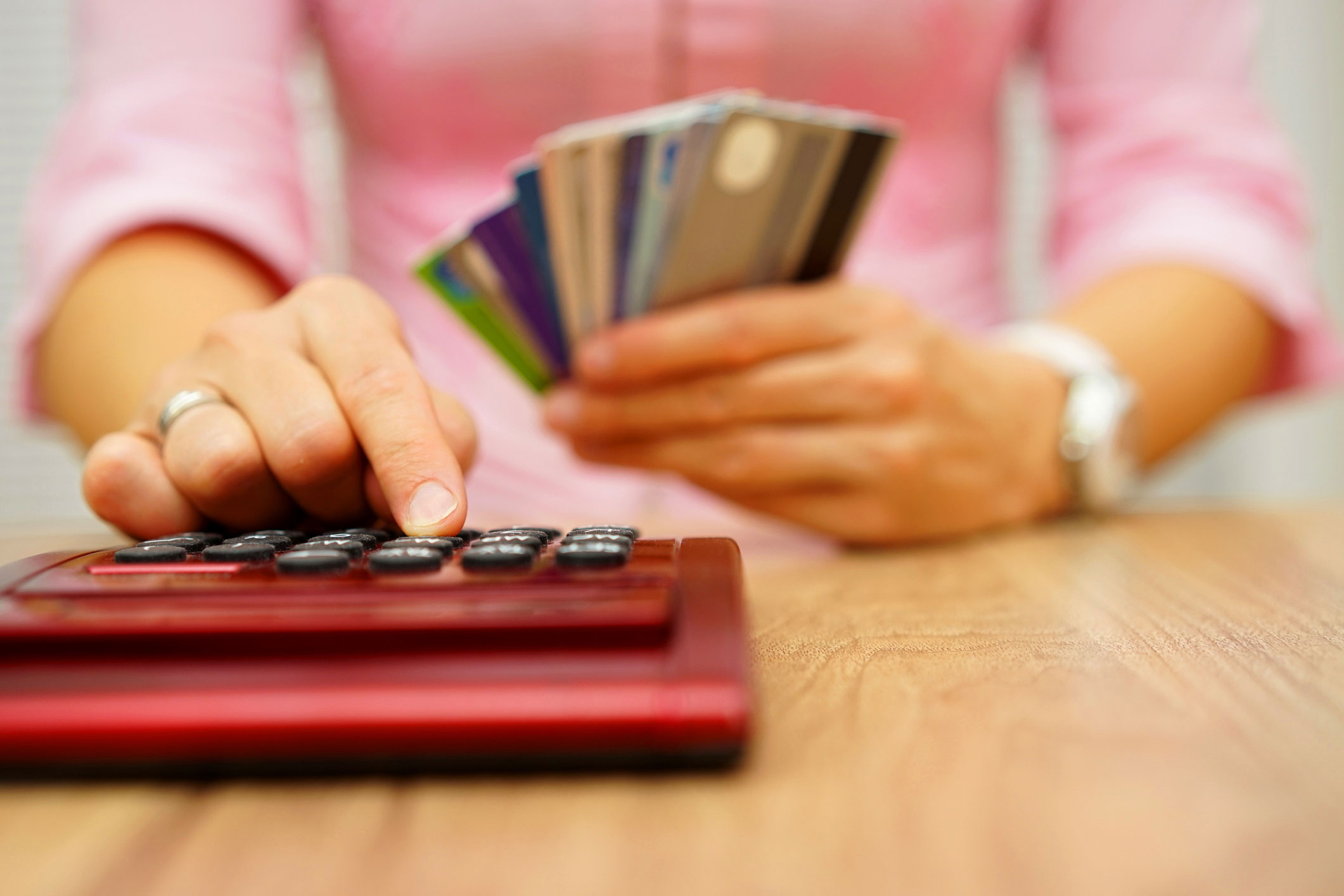 Woman-calculates-cost-with-credit-cards