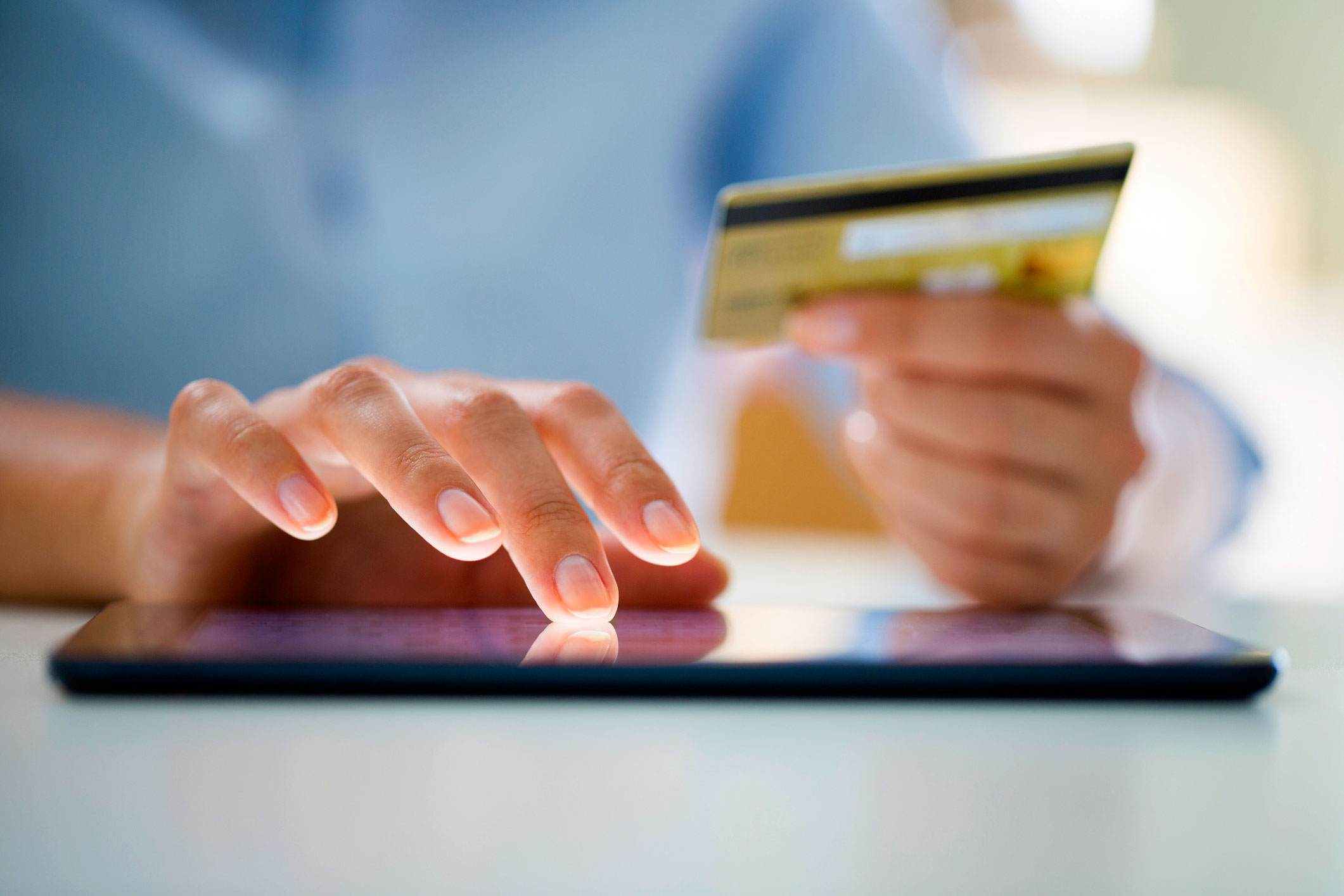 Woman-shopping-online-with-digital-tablet-and-credit-card