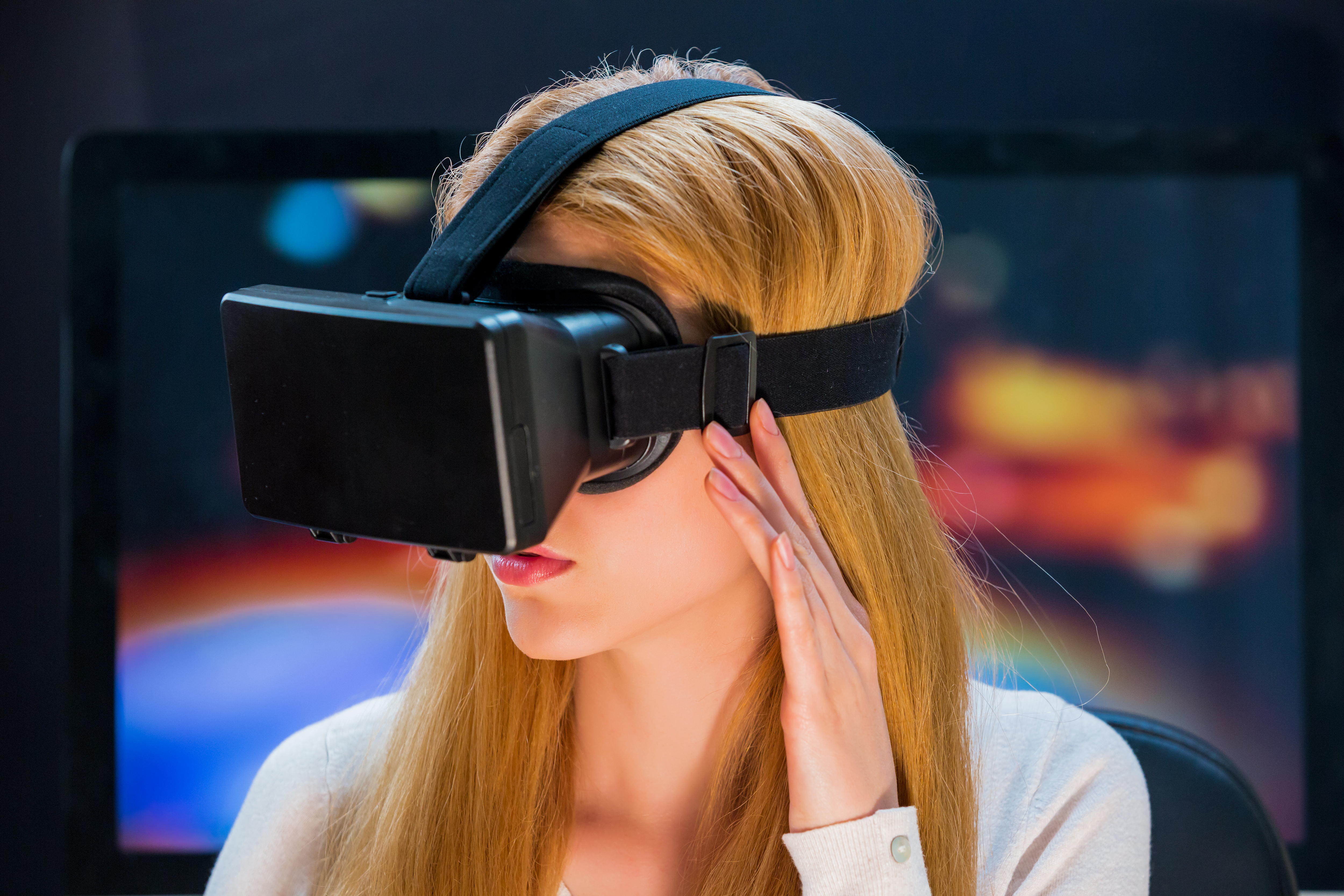 woman-uses-head-mounted-display