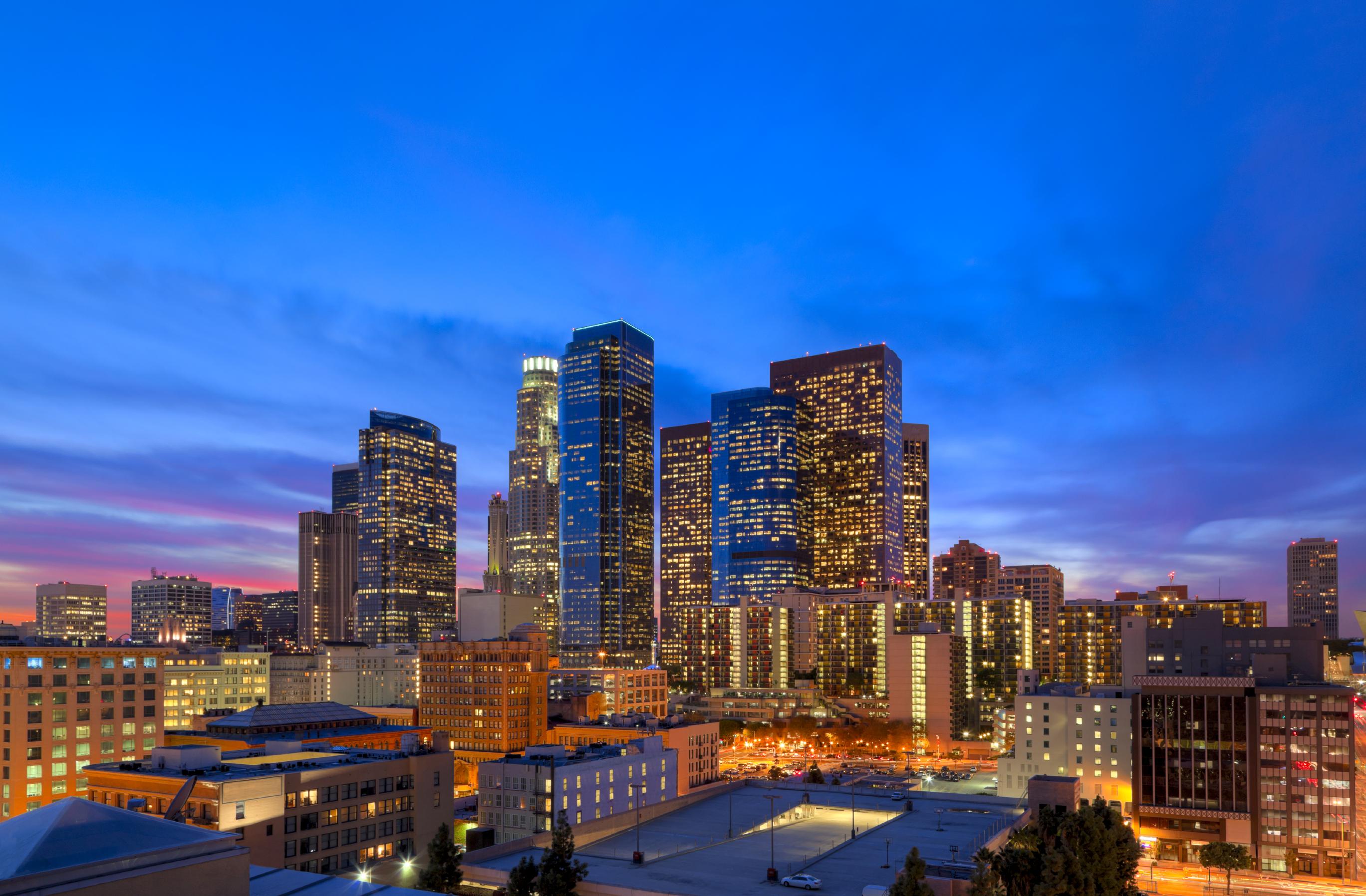 Los_Angeles_Skyline_at_Dusk_from_Rooftop