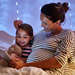 Mother-with-daughter-reading-bedtime-story-Thumbnail